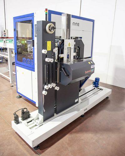 Sistema automático de apilado y fajado de tapas